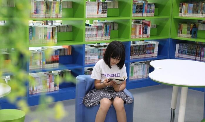 【沾化区】图书馆内书香浓 学生暑假好去处