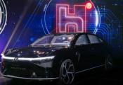 富士康发布三款新车,郭台铭亲自驾驶Model E登场