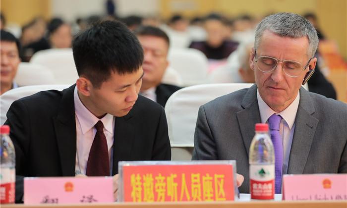四名外籍专家旁听滨州市十一届人大四次会议开幕大会