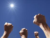 人民日报刊发任理轩文章:兑现向人民向历史作出的庄严承诺