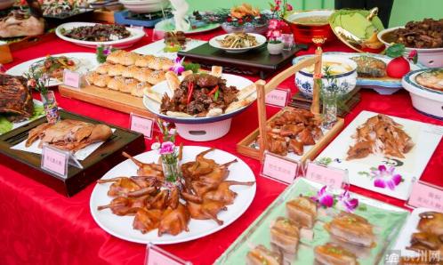 """乐享""""食""""惠!滨州市""""扮靓步行街 美食促消费""""活动启动"""