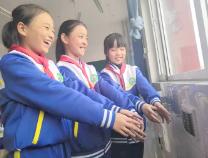 取暖用上新能源  滨北中心小学农村娃拥抱太阳温暖过冬