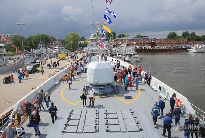 """海军滨州舰抵达德国参加""""基尔周""""活动 迅速掀起中国风"""