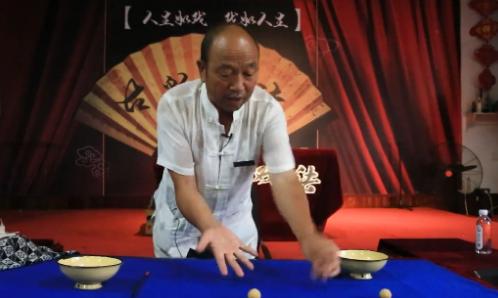 """手比眼快!濱州這里有一位表演戲法的""""老網紅"""""""
