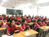 """滨州实验学校初一学生接受心理教育课程 化解成长中的""""烦恼"""""""