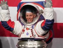 美国新一代登月宇航服有何特点