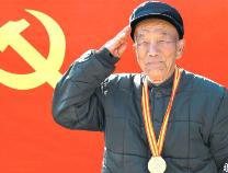 60多年的军毯见证滨州老党员杨洪德戎马一生