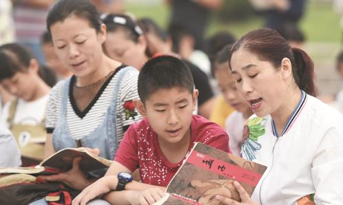 邹平第二实验小学:暑假带上爸妈 一起诵读经典