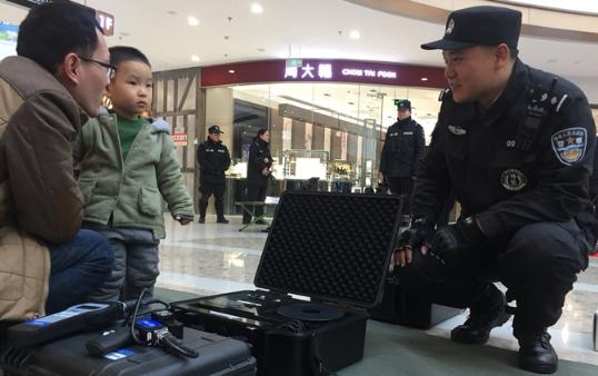 """第33个110宣传日 滨州""""警民牵手110 共创平安迎大庆"""""""