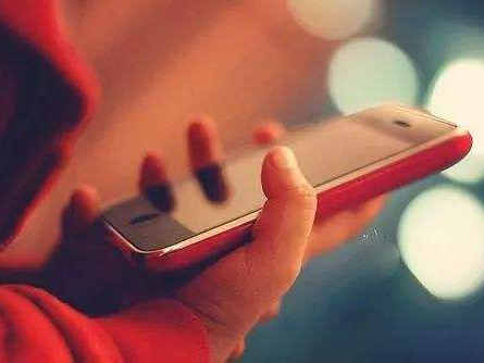 手机正在毁掉孩子!聪明家长这样做,让孩子不被手机危害