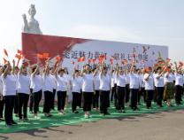 """滨州各界妇女""""走近黄河""""合营唱响《我和我的故国》"""