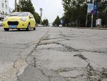 【创城红黑榜】滨州城区部分主次干道 路面破损坑洼不平