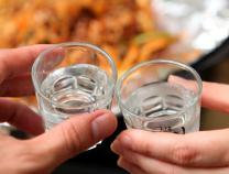 """中国妇女报:歧视女性的""""陪酒文化""""当休矣"""
