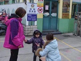"""""""梅姨""""刷屏被叫停,對孩子的安全防拐教育不能停,這15個防丟錦囊要備好"""