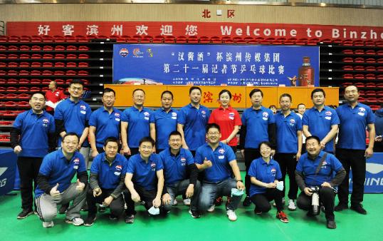 """【视频】快乐过节,滨州日报记者变身兵乓球赛场""""C位""""主角!"""