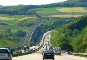 长下坡路段如何驾车更安全?