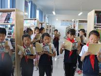 留守儿童的六一特别礼物 阳信爱心人士捐赠千册国学书籍