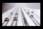 冰雪路面危险系数高 交警提示行车缓、慢、稳
