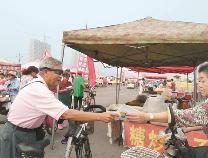 市老干部自行车队南杨大集倡文明