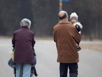 """光明日报刊文:能否善待""""老漂族""""是出给城市的一道考题"""