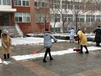 学期末降瑞雪 阳信第一实验学校教师除雪保安全