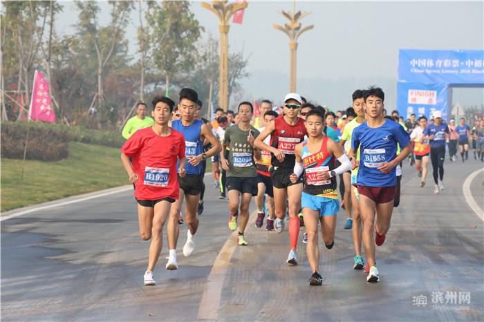 十里荷塘迎来滨城区第二届马拉松全国邀请赛 2500余名选手竞跑