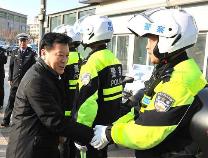 张光峰慰问春节期间坚守一线执勤民警 向大家致以节日问候