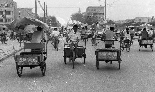1990年代初的出租车大多是三个轮的