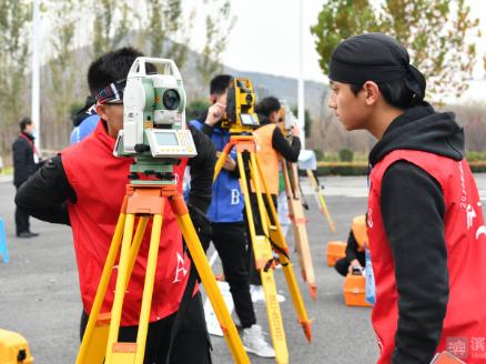 """【视频】2020年全国职业院校技能大赛""""工程测量""""赛在邹平举行"""