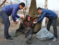 天冷帮他们打电话吧!滨州市民政局启动流浪乞讨人员应急避寒救助机制