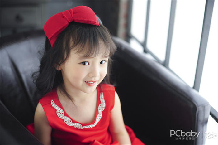 名媛复古风 穿红裙子的小女孩