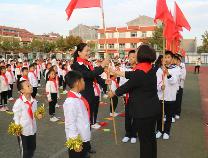 """""""争做新时代好队员""""博兴县第一小学572名小学生成为少先队员"""