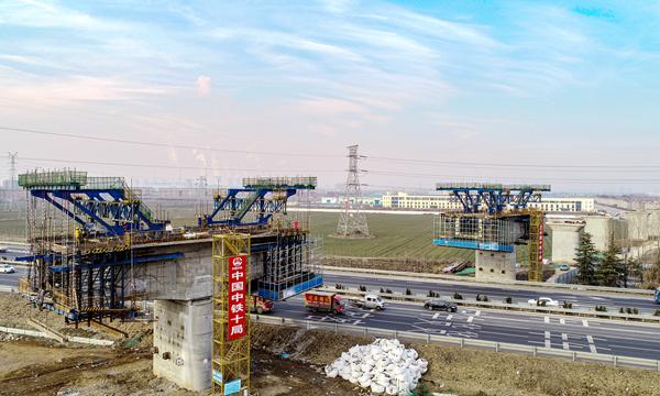 渤海湾畔春来早||飞起来!俯瞰邹平铁路专用线跨青银高速公路特大桥施工