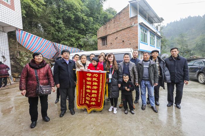 点赞!滨州这群人陪这名离家21年的四川女子走了2000公里回家路