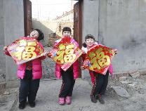 """【新春走基层】三胞胎的新年——""""日子虽苦,但三个孩子就拥有三份快乐!"""""""