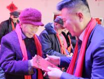 新春走基层|裕阳集团:20万现金送老员工父母 营造尊老敬亲浓厚氛围