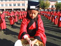 """博兴400余名小学生着汉服迎""""成童礼"""" 触摸传统文化"""