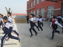 何坊街道中学进行防踩踏紧急疏散安全演练