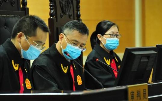 滨州中院院长李军开庭审理刑事案件,检察长王体功出庭支持公诉