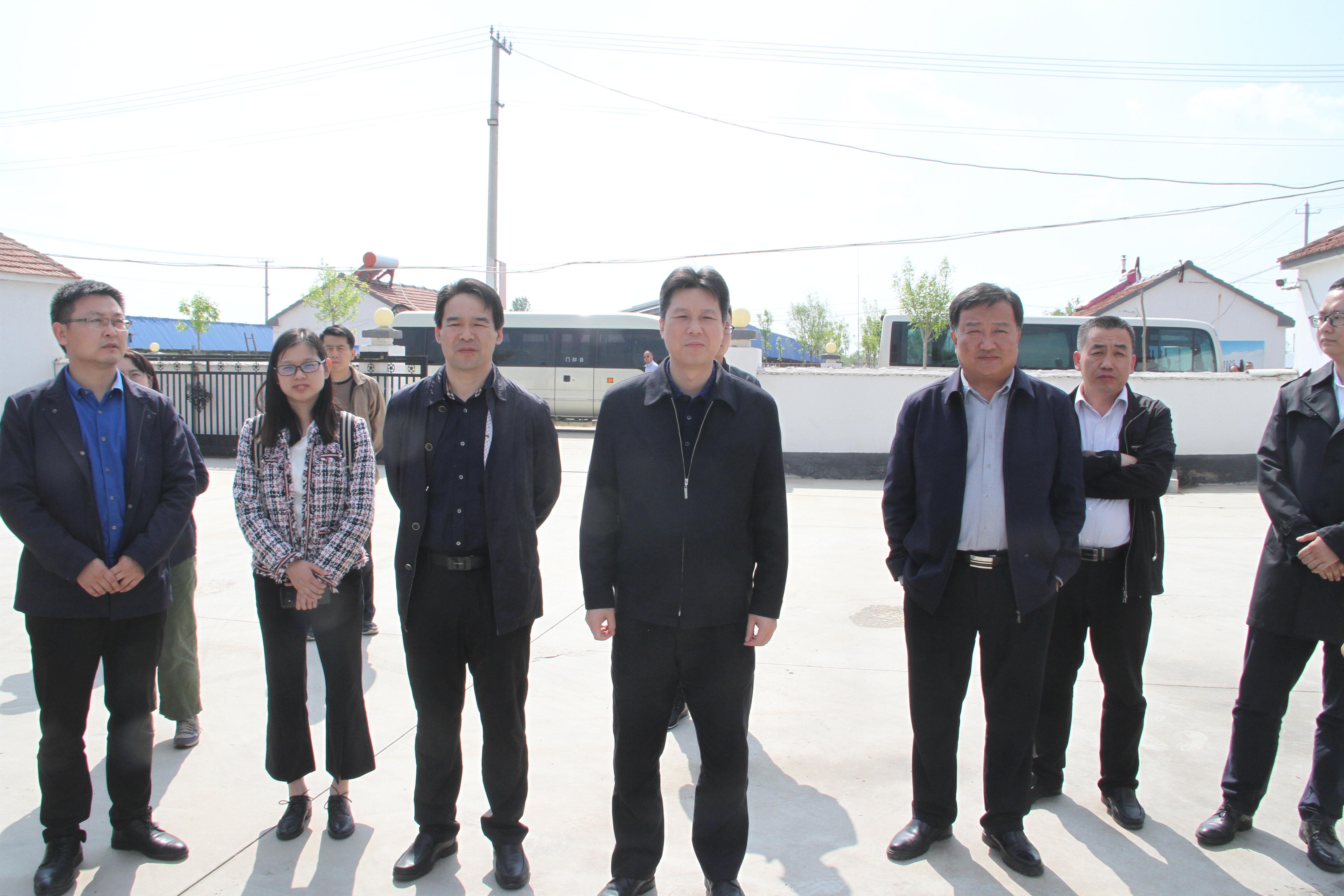 国扶办指导司司长助理杨栋一行来滨调研