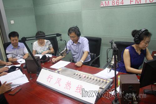 刘春国局长参加行风热线节目