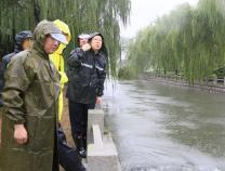 滨州市领导到张肖堂干渠察看指导防汛防台风工作
