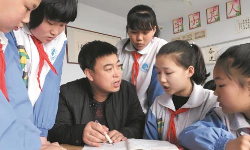 张在洋:三年如一日坚持护送留守儿童上下学