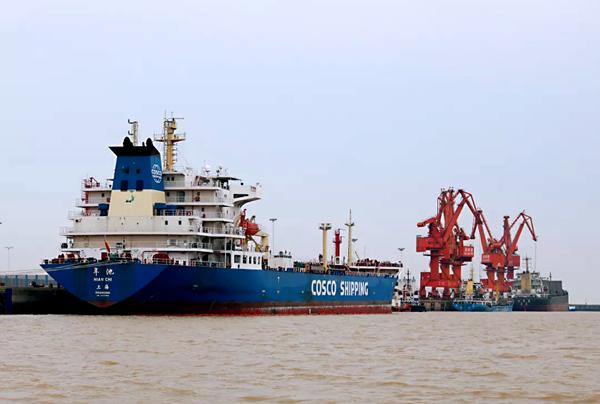 首次!滨州港同时靠泊两艘3万吨级原油货轮
