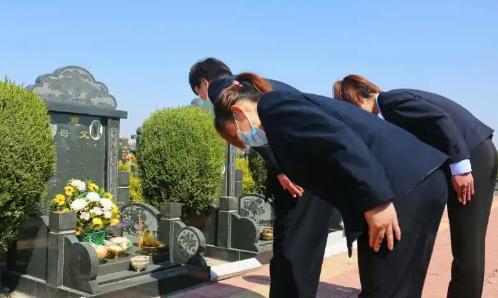 清明节首日,滨州市到开放公墓现场祭扫1400人 云端祭扫50万人次