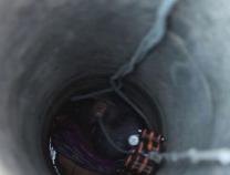 滨州一七旬老太掉入7米深井中,消防倒挂金钩实施救援