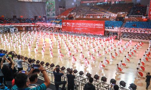 山东省第十届少数民族传统体育运动会开幕式太极功夫扇震撼全场