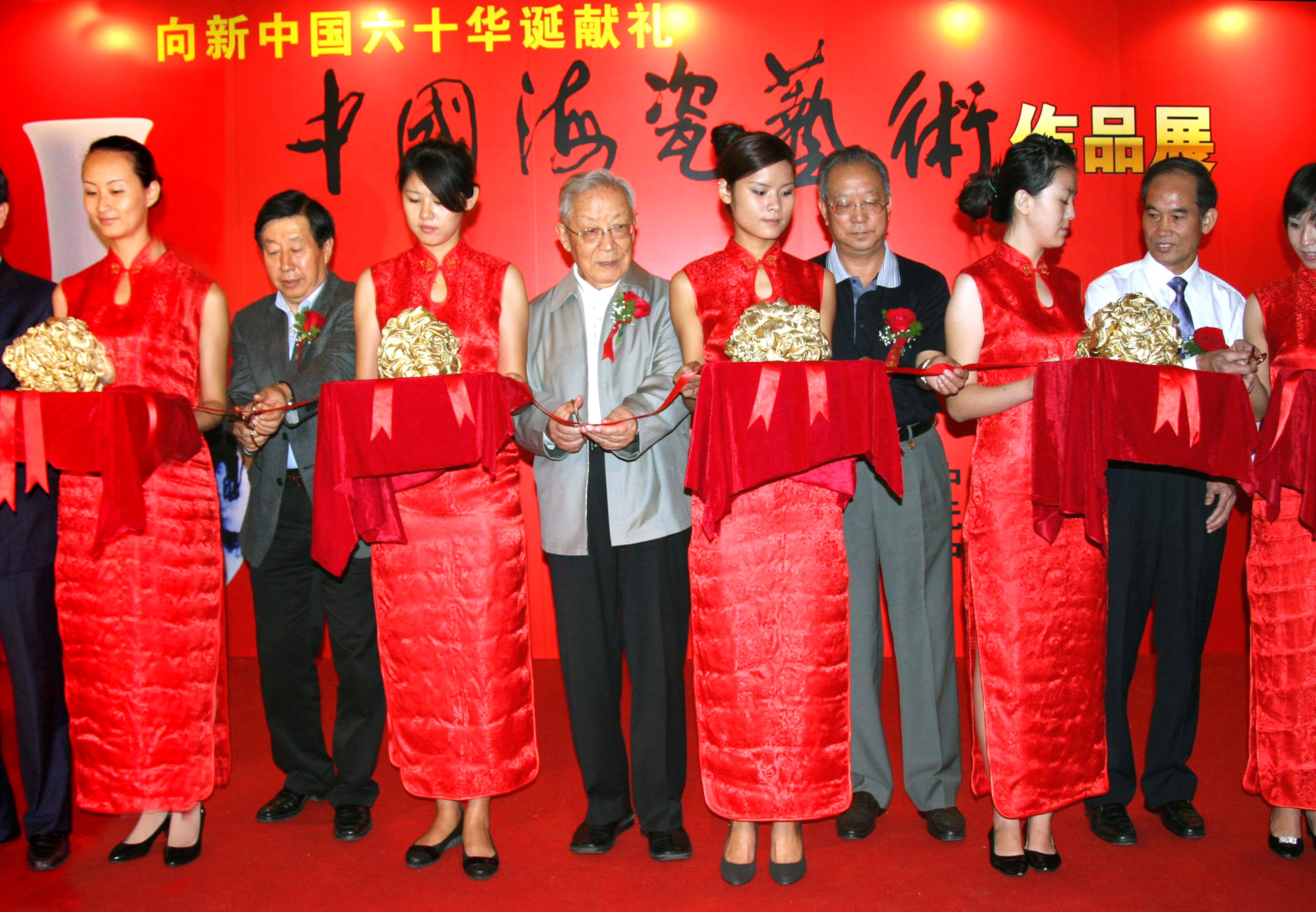 中国海瓷艺术作品亮相京城